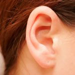 Stappare le orecchie da cerume e dall'acqua