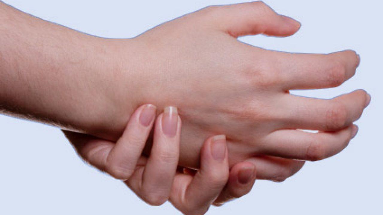 Dolore e formicolio alle mani? Cause e rimedi