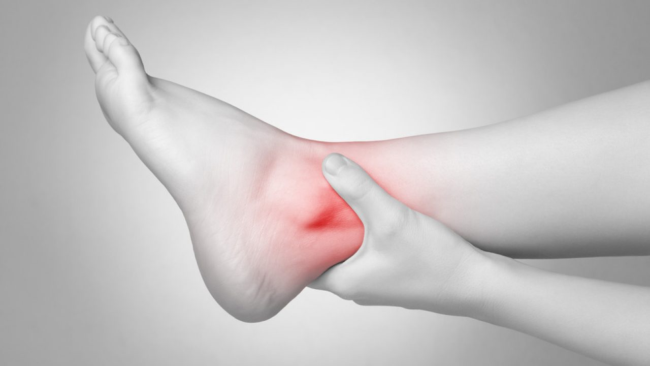 Dolore alla caviglia: davanti e dietro